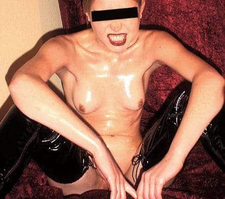 Erziehe eine devote Sex Sklavin am Telefon